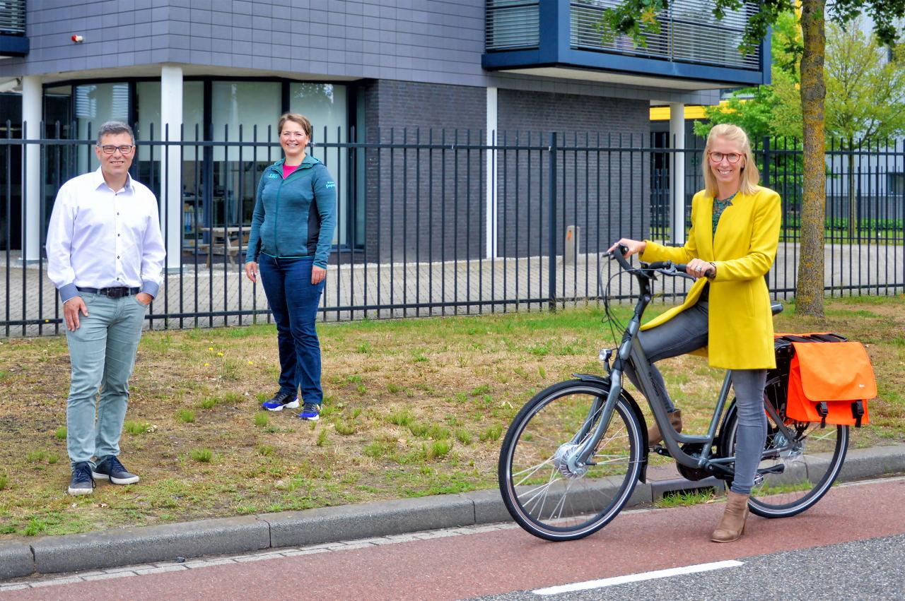 Op foto vlnr Ad van Delft Jolanda Smit en Miranda Boer